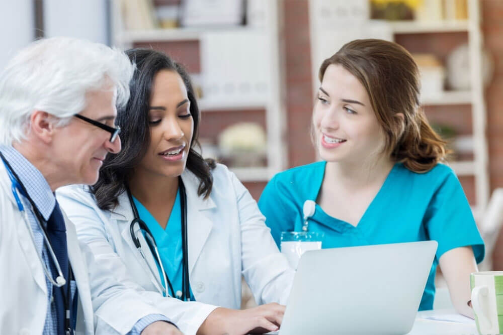 Is There a Difference Between CNAs and CMAs?